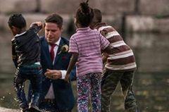 Hochzeitsfotograf knipst nicht Ehepaar – sondern Brautjungfern unter die Röcke