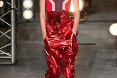 Rote Lederhose von Isabel Marant