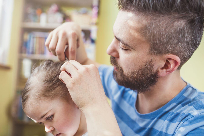 Dinge, für die Papas abgefeiert werden: Vater frisiert Tochter