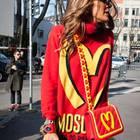 Merkwürdiger Modetrend von Moschino