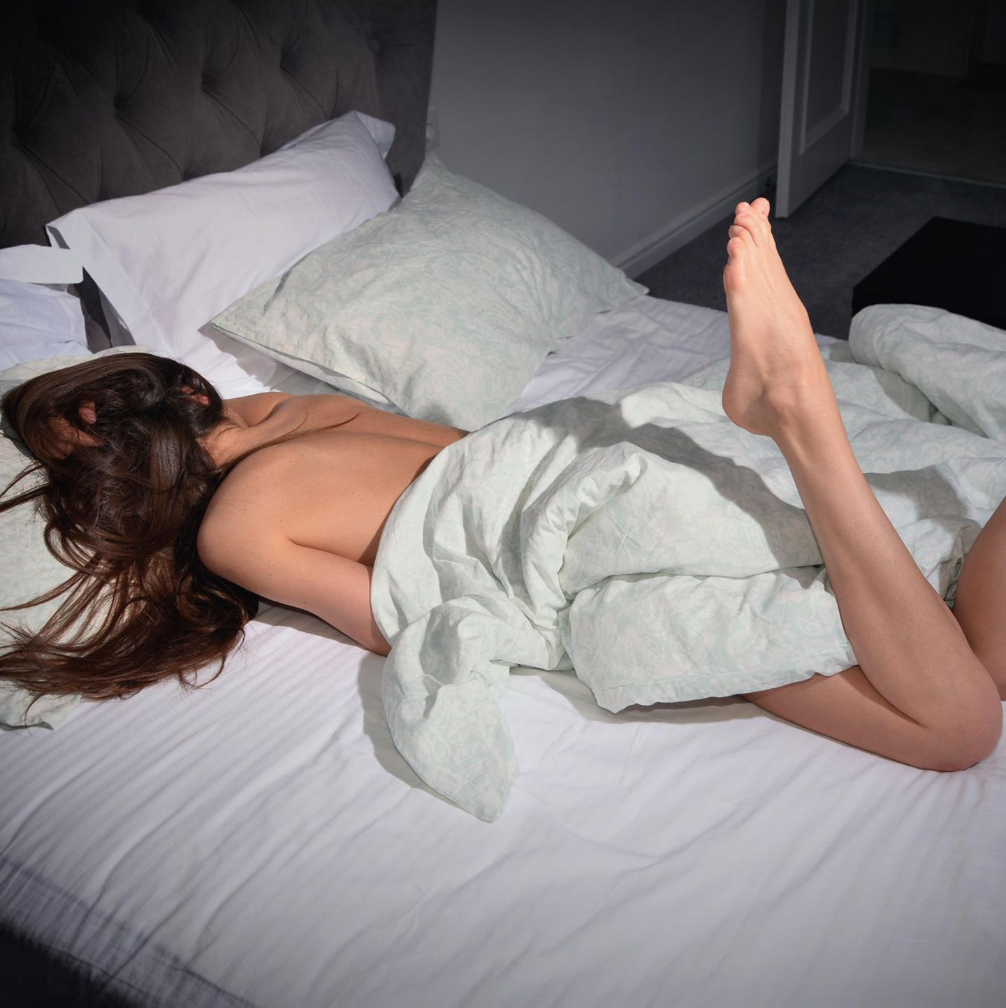 Masturbation-Challenge: Frau im Bett