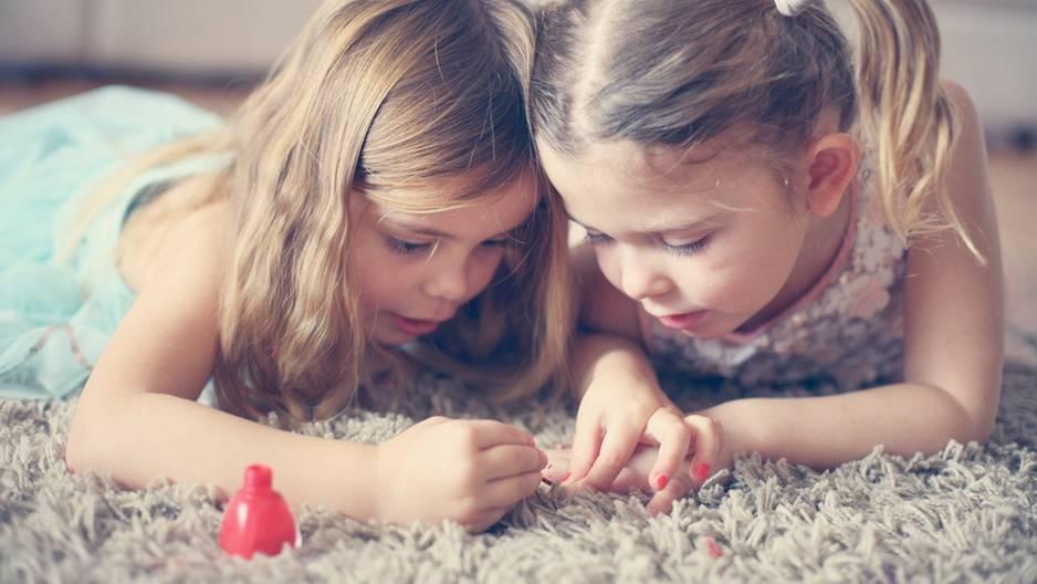 Nagellack bei Kindern: Niedlich, aber schädlich