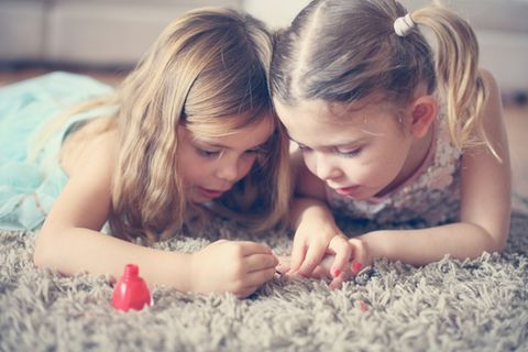 Kinderschminke bringt dreijährige Lydia ins Krankenhaus😱