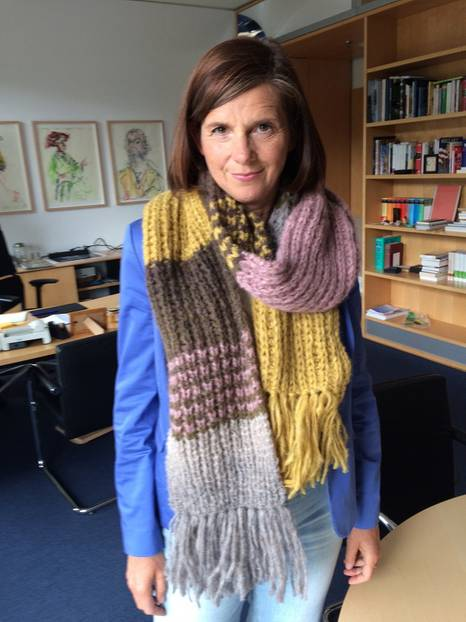 Katrin Göring-Eckhardt unterstützt den Schal fürs Leben