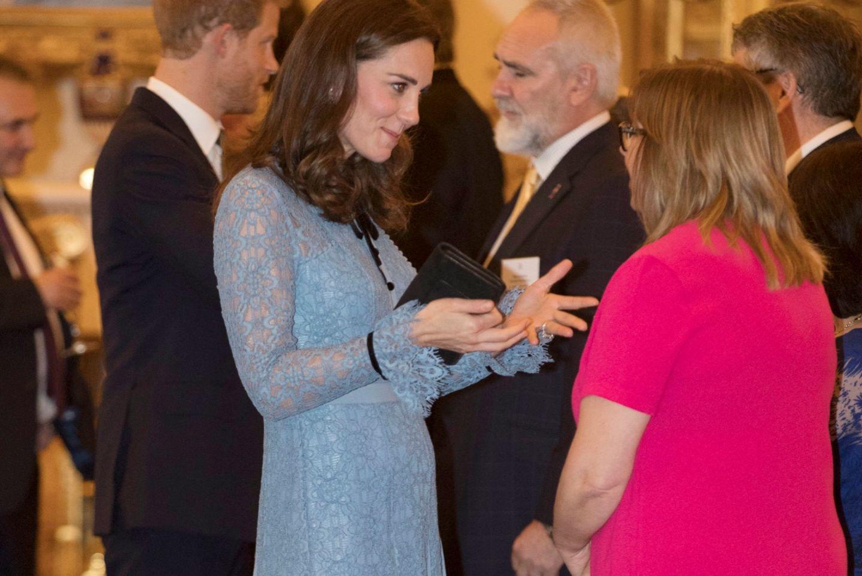Sie ist wieder da! Kate zeigt zum ersten Mal ihren Mini-Babybauch ❤️