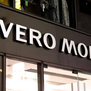 Vero Moda Logo auf einem Geschäft