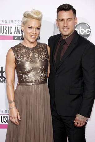 Pink und Carey Hart auf dem roten Teppich