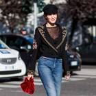 Schwarze Kleidung an Streetstyle-Star