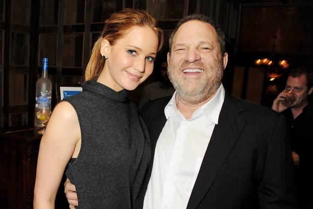 2013 legte Harvey Weinstein bei einem Dinner in London noch vertraut den Arm und Jennifer Lawrence – jetzt ist dem Hollywood-Produzenten das Lachen wohl vergangen.