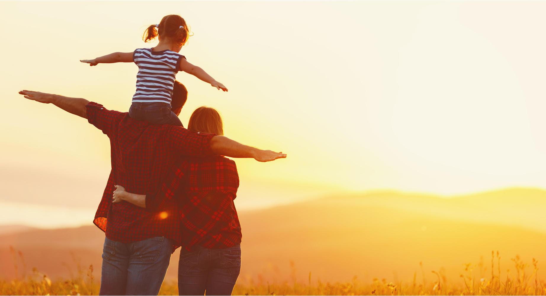 Zeit mit der Familie zu verbringen, ist auch eine Chance, sich Gedanken über die Zukunft zu machen. Denn dann geht es endlich mal nicht um die nächste Deadline oder die nervige Kollegin. Dann geht es um die großen Fragen: Wie wollen wir leben? Wo wollen wir leben? Was wünschen wir uns für unsere Kinder? Fragen, die im Alltag oft in den Hintergrund gedrängt werden. Dabei sind sie so wichtig.