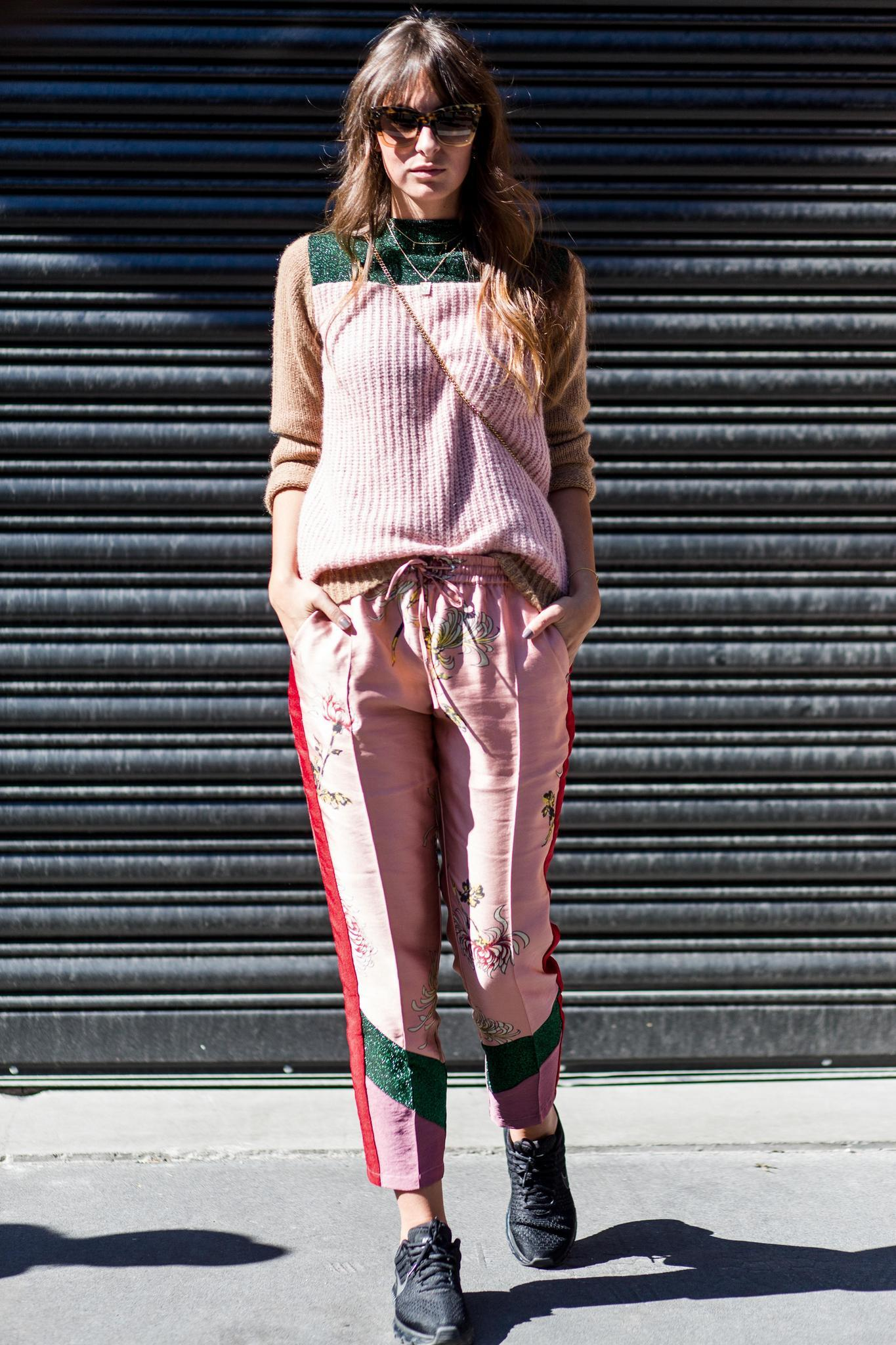 Herbst-Outfit in Millennial Pink
