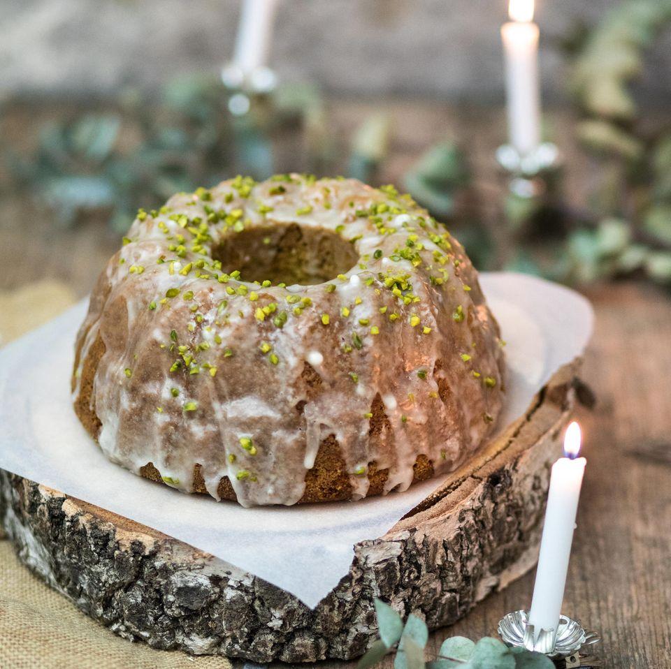 Lebkuchenkuchen mit Pistazien