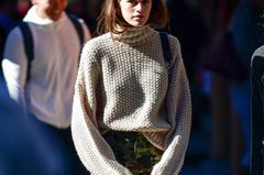 Kaia Gerber in H&M Pullover