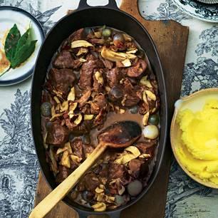 Boeuf Bourguignon mit Steinpilzen & Karamellisierten Perlzwiebeln