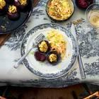 Rote Bete mit Hirse-Füllung, Püree und Fenchel-Coleslaw