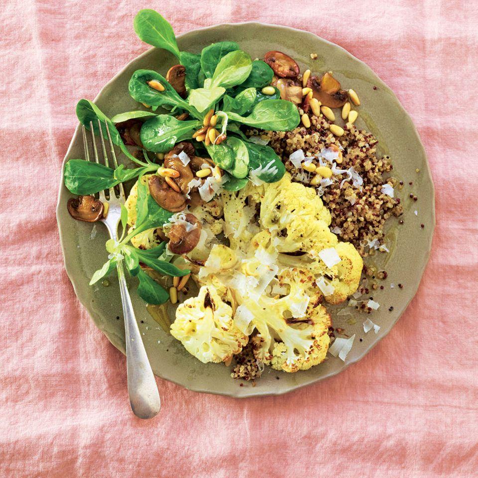 Gerösteter Blumenkohl mit Quinoa & Salat