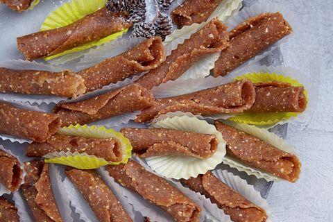 Dattel-Erdnuss-Röllchen (Raw Cookies)