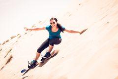 Sandboarding in der Wüste