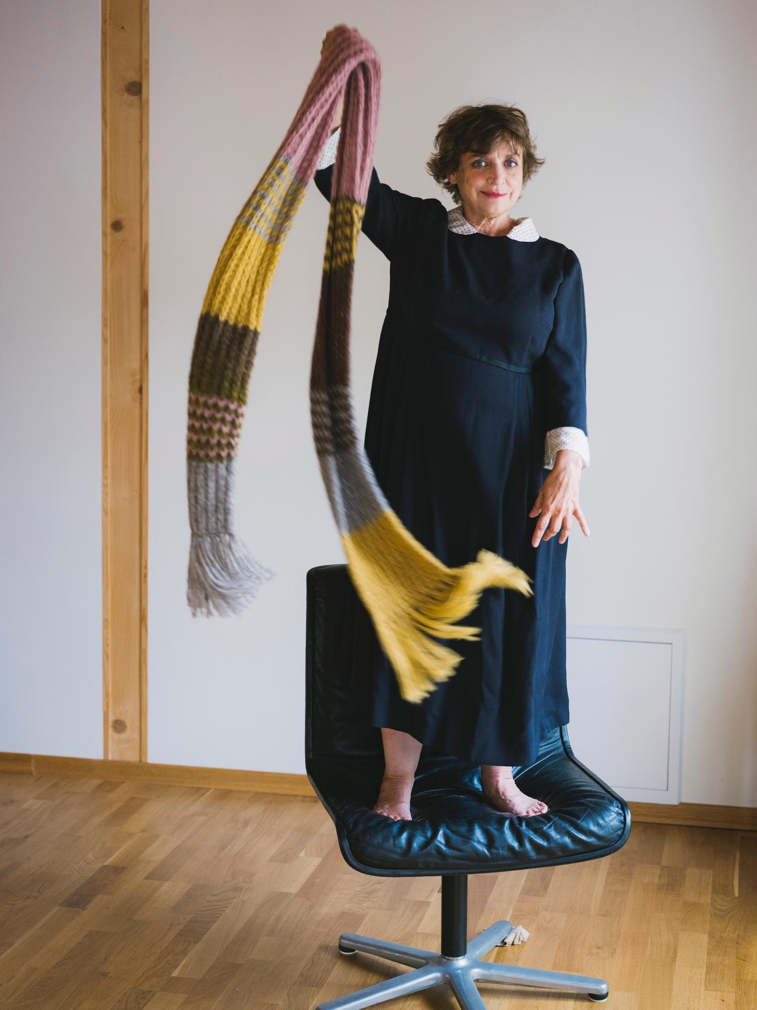 Katharina Thalbach trägt den Schal fürs Leben
