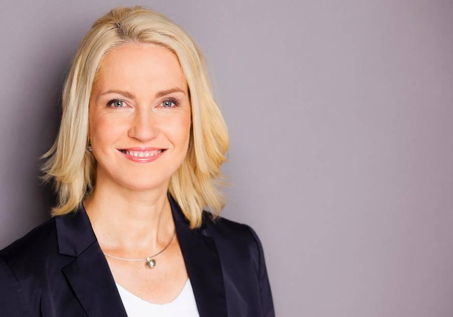 Manuela Schwesig trägt den Schal fürs Leben
