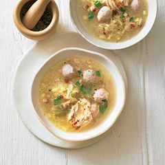 Sauerkraut-Suppe mit Kalbsbrät-Nocken