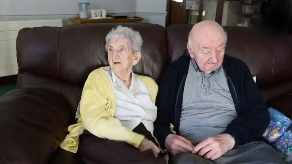 98-Jährige zieht in Heim – um sich um ihren Sohn (80) zu kümmern