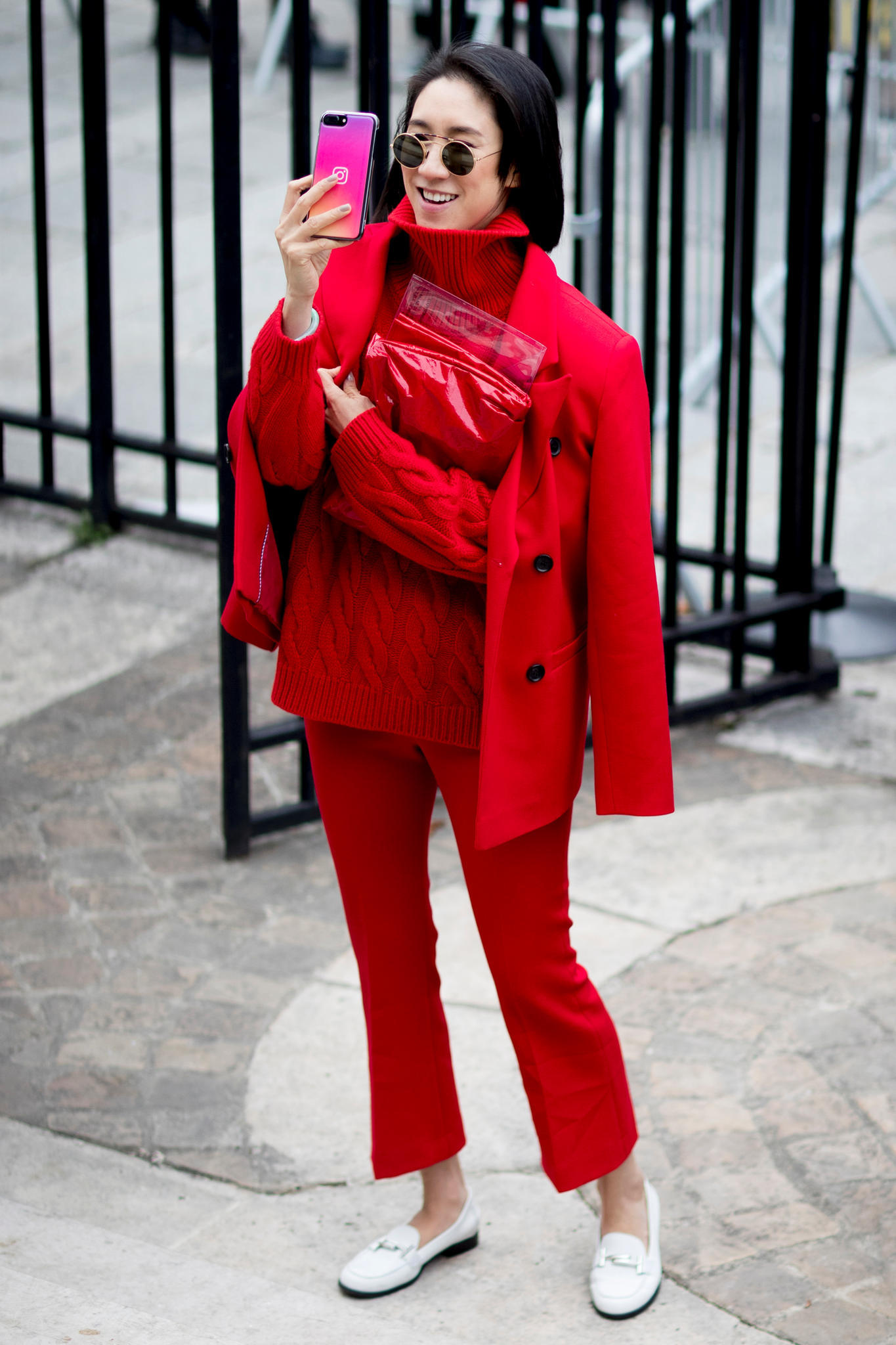 Monochrome-Look in Rot als Streetstyle