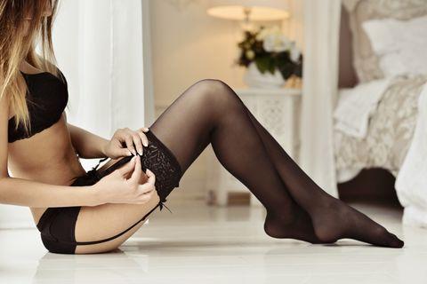 Pose für erotische Fotos: Frau in Dessous