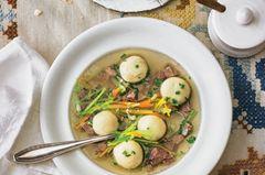 Grießknödel-Tafelspitz-Suppe mit Röstbrot