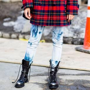 Bloggerinnen tragen Schneeschuhe