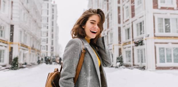 Glücklicher werden: Zufriedene Frau