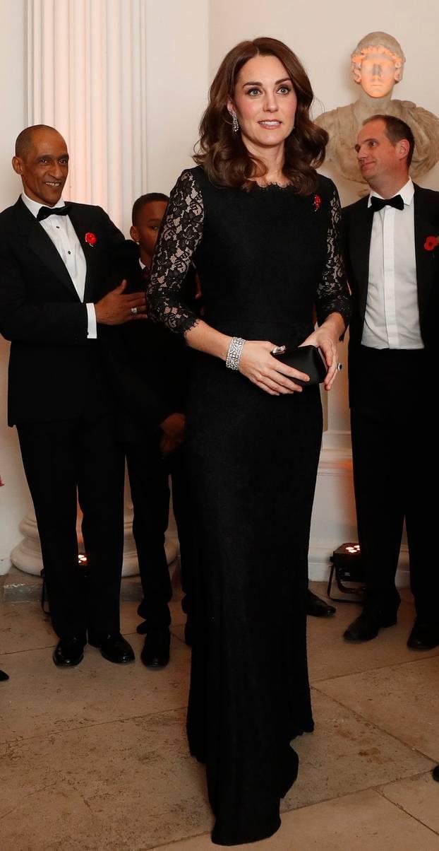 Kate Middleton im Spitzenkleid von Diane von Furstenberg