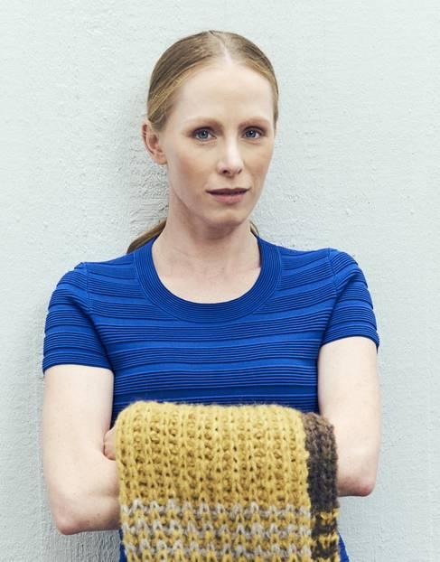 Susanne Wuest trägt den Schal fürs Leben 2017