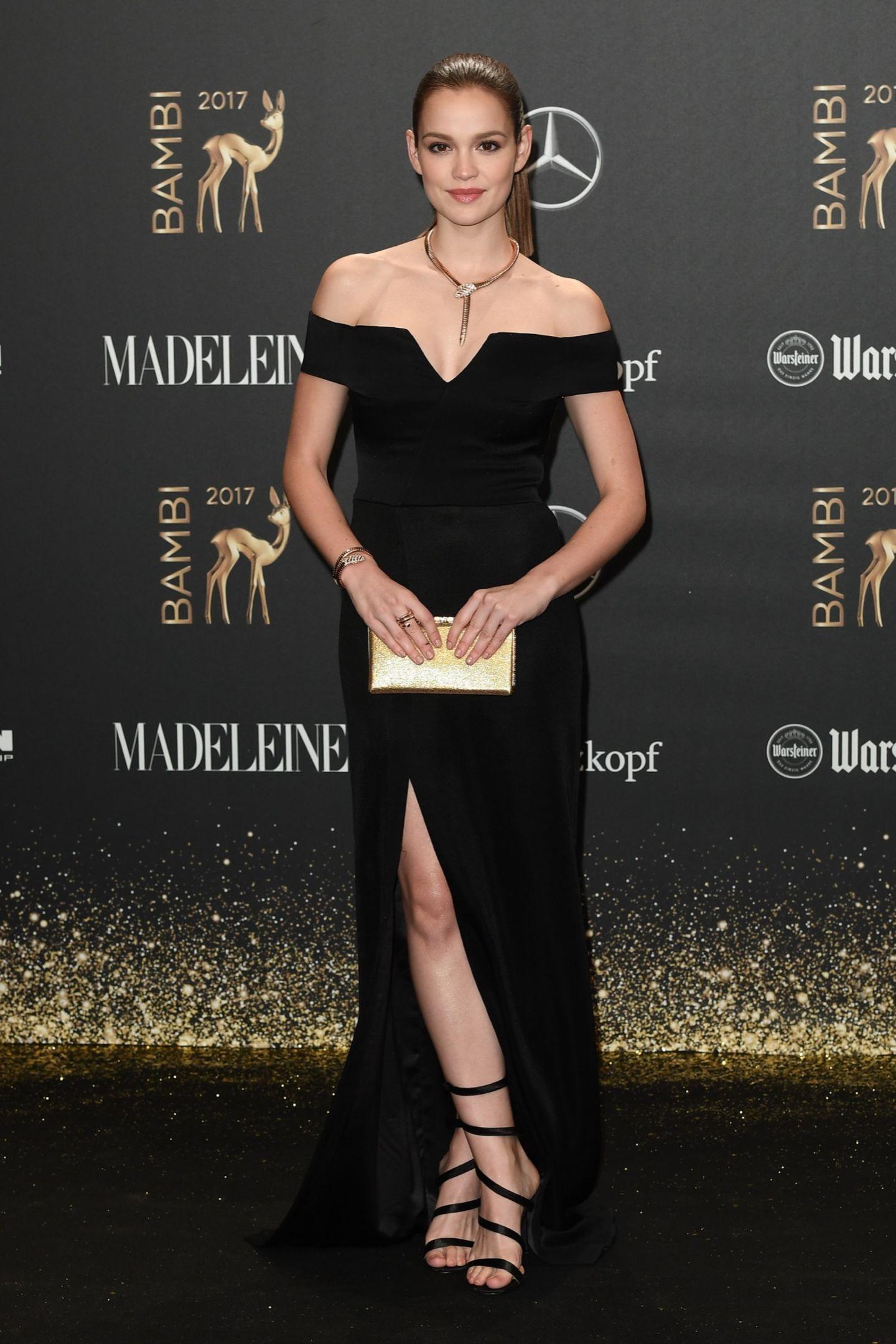 Bambi 2017: Emilia Schüle auf dem Roten Teppich