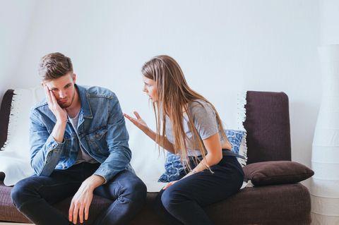 Dinge, die Männer über Frauen nicht wissen wollen: Paar diskutiert