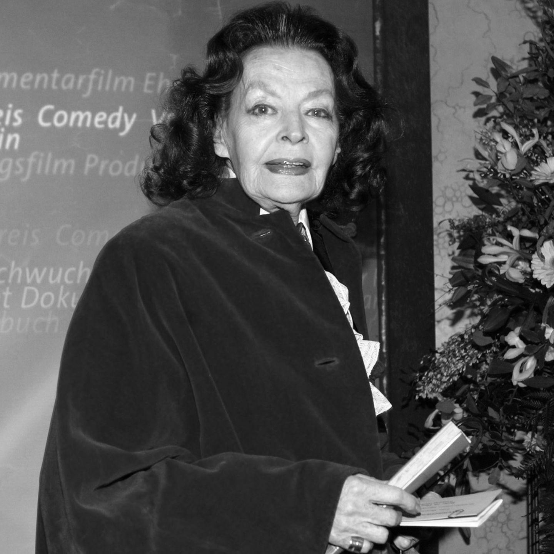 Mit 97 Jahren ist Margot Hielscher am 20. August 2017 gestorben. Die Leinwandlegende war in über 250 Filmen zu sehen und galt als erste Talkmasterin Deutschlands. 1978 wurde Hielscher mit dem Bundesverdienstkreuz ausgezeichnet.