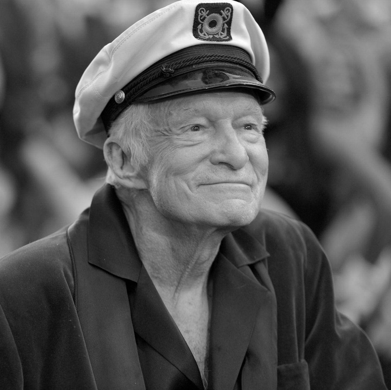 Er ist Mister Playboy und sagte einmal, er lebe den Traum, den jeder träume. Am 27. September 2017 ist Hugh Hefner mit 91 Jahren in seiner Playboy Mansion in Los Angeles gestorben. 1953 gründete er mit einem kleinen Startkapital, das er sich von Mama lieh, das bis heute berühmteste Männer-Magazin der Welt und wurde damit zur Stimme für eine neue und offenere Generation.