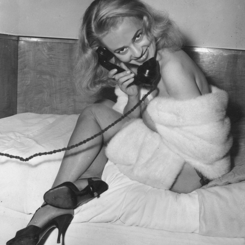 Sie war eine der beliebtesten Filmstars der 50er und 60er Jahre und galt als Ikone der Nouvelle Vague. Die französische Schauspielerin Jeanne Moreau ist am 31. Juli 2017 im Alter von 89 Jahren in ihrem Pariser Appartement gestorben. Ihre Putzfrau hatte den leblosen Körper entdeckt.