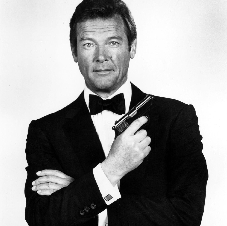Er wird für immer einer der größten James-Bond-Darsteller aller Zeiten bleiben - nicht zuletzt wegen seines unvergleichlichen Humors. Am 23. Mai 2017 starb Sir Roger Moore im Alter von 89 Jahren an Krebs.