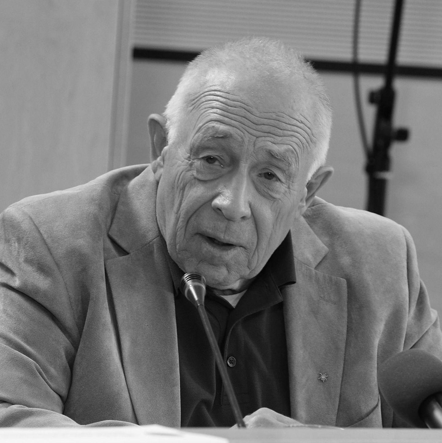 Am 12. September 2017 starb CDU-Politiker Heiner Geißler im Alter von 87 Jahren an Herzversagen. Er war von 1977 bis 1989 Generalsekretär der Partei und arbeitete an einem neuen, modernen Image der CDU. Er war es auch, der ein Erziehungsgeld einführte.