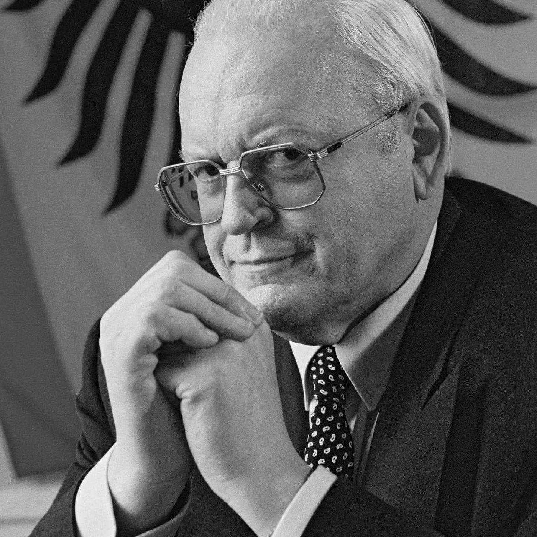 """Roman Herzog starb am 10. Januar 2017 im Alter von 82 Jahren. Der Politiker war von 1994 bis 1999 Bundespräsident. Sein berühmtester Satz: """"Durch Deutschland muss ein Ruck gehen!"""" Er kämpfte unermüdlich dafür, Blockaden in Politik und Gesellschaft aktiv anzugehen und nicht zu ignorieren."""