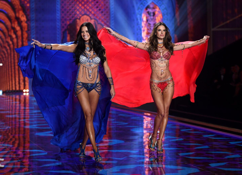 """Alessandra Ambrosio und Adriana Lima präsentieren den """"Dream Angels Fantasy Bra"""""""