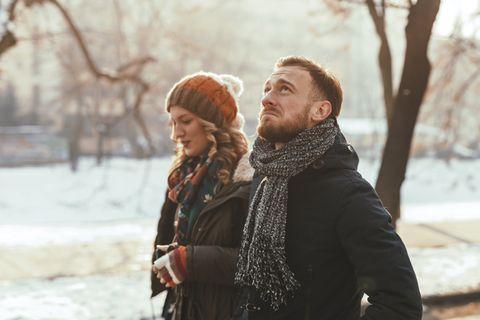 Verliebtheitsgefühl verschwindet: Paar geht spazieren