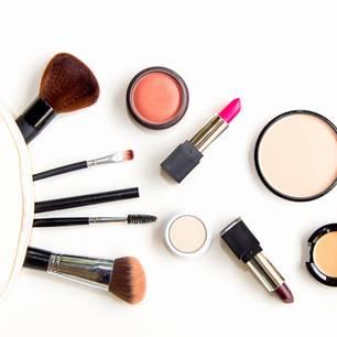 Beauty-Produkte, die herumliegen