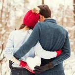Valentinstagssprüche: Paar im Schnee