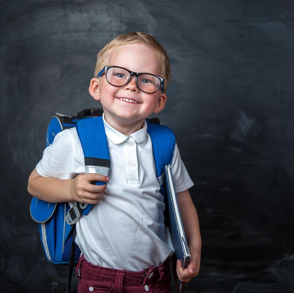 Schüler-Sprüche: Schulkind mit Brille