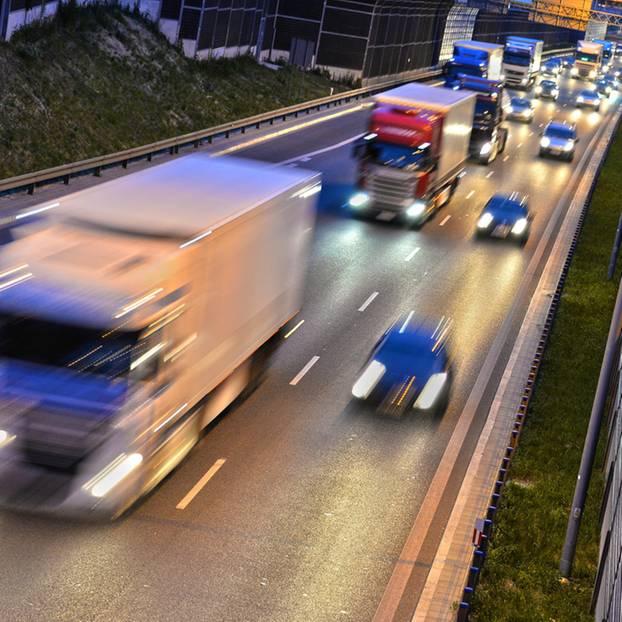 Mann setzt Ehefrau nach Streit auf Autobahn aus