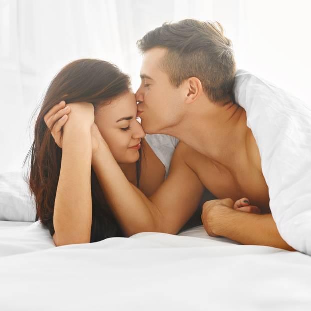 Millenials haben besseren Sex als die Eltern: Paar im Bett