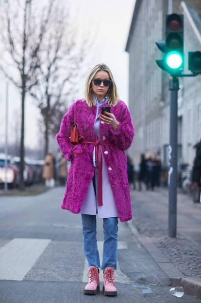 Bergsteiger Boots in Millennial Pink als Streetstyle