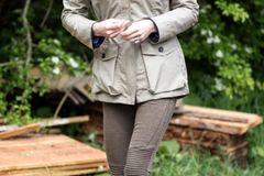 Kate Middleton besucht mit ihren Stiefeln eine Farm
